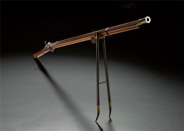 Khẩu súng săn được bán với giá hơn40 tỉ vnđ.