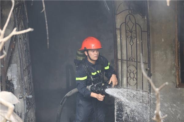 Hà Nội: Cháy lớn thiêu rụi 4 căn nhà ở Trần Khát Chân