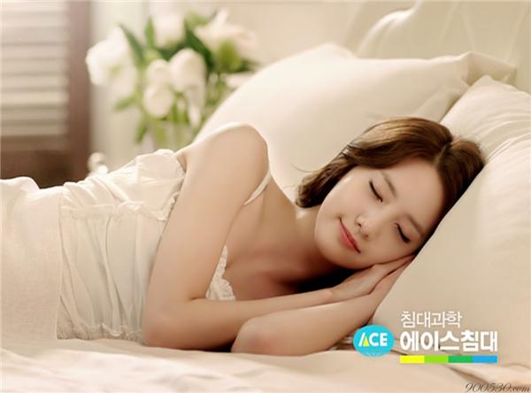 Khi ngủ, chúng ta thường xuyên có cảm giác bị điện giật hoặc rơi từ trên cao xuống.