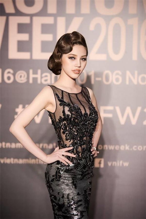 Vẻ đẹp cuốn hút của Jolie Nguyễn