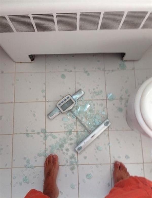 Đầu năm: đặt mục tiêu giảm cân. Cuối năm: nhà giảm được hẳn một cái cân.
