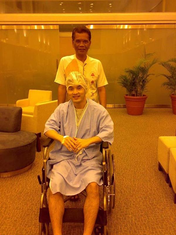 Sự nghiệp đang trên đà phát triển bỗng năm 2007 Ưng Hoàng Phúc phải tạm ngừng mọi hoạt động để sang Singapore trị bệnh. - Tin sao Viet - Tin tuc sao Viet - Scandal sao Viet - Tin tuc cua Sao - Tin cua Sao