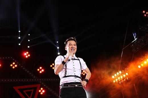 Sự kiện cósự góp mặt của dàn tên tuổi lớn showbiz Việt với gần 100 nghệ sĩ trong nước như ca sĩ Đàm Vĩnh Hưng,...