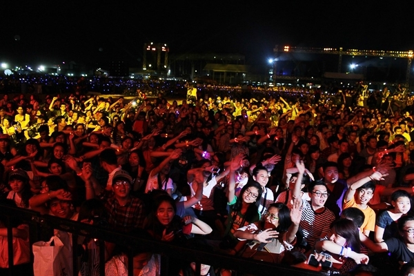 Số lượng khán giả của YAN Beatfest 2014lên tới 50.000 người – con số kỉ lục về số người tham dự lễ hội tại Việt Nam trong khoảng thời gian đó.