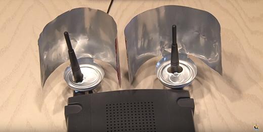"""Điểm bất cập khi sử dụng thiết bị tự chế này là bạn phải """"hi sinh"""" vùng phủ sóng ở phía bên kia, bù lại chúng ta có thể tăng cường tín hiệu Wi-Fi lên."""