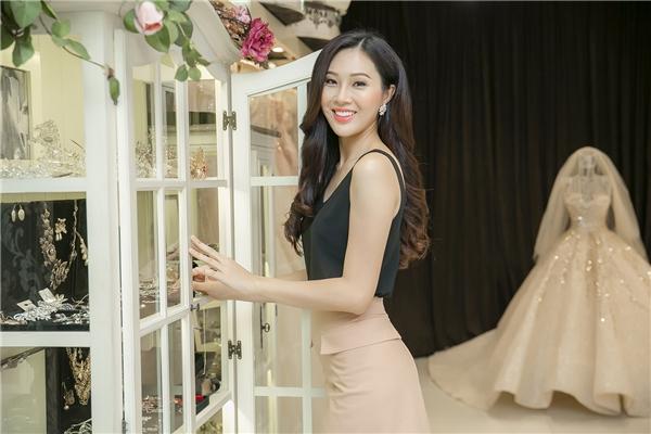 Mới đây, Diệu Ngọc đã có buổi làm việc với nhà thiết kế Phạm Đăng Anh Thư để thử những thiết kế dạ hội mà cô sẽ mang đến Hoa hậu Thế giới 2016. Nhà thiết kế Anh Thư đảm nhận thực hiện trang phục dạ hội chính thức của Diệu Ngọc tại chung kết Hoa hậu Thế giới 2016.