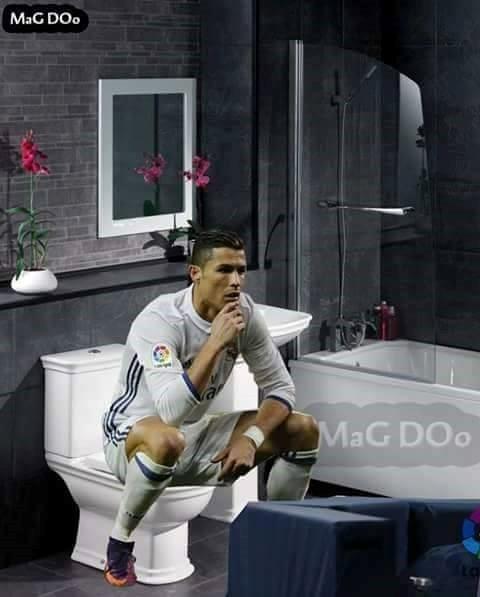 Ronaldo lại bị chế ảnh sau khi ăn mừng kiểu ngồi bồn cầu