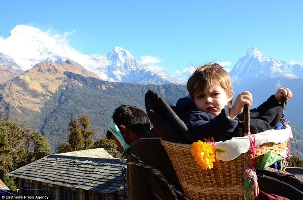 Cả gia đình Alfred đã cùng nhau trèo 10.000 dặm ở Nepal.