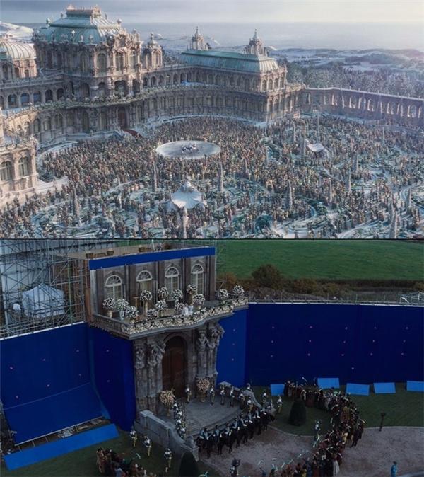 Đằng sau cung điện nguy nga trong Cinderellathực ra lại được quay trong không gian khá hẹp và số lượng diễn viên khiêm tốn.