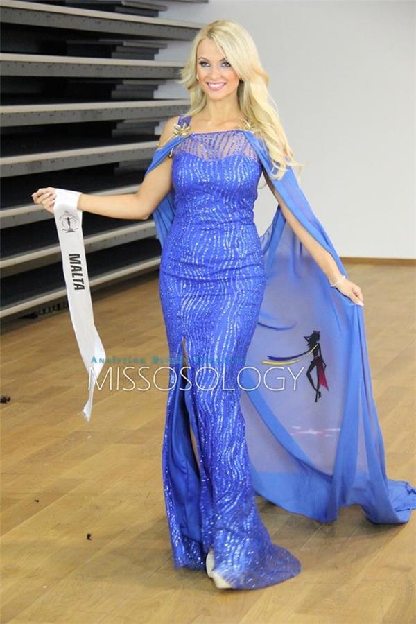 Hoa hậu Malta chọn kiểu váy áo choàng đang là xu hướng.