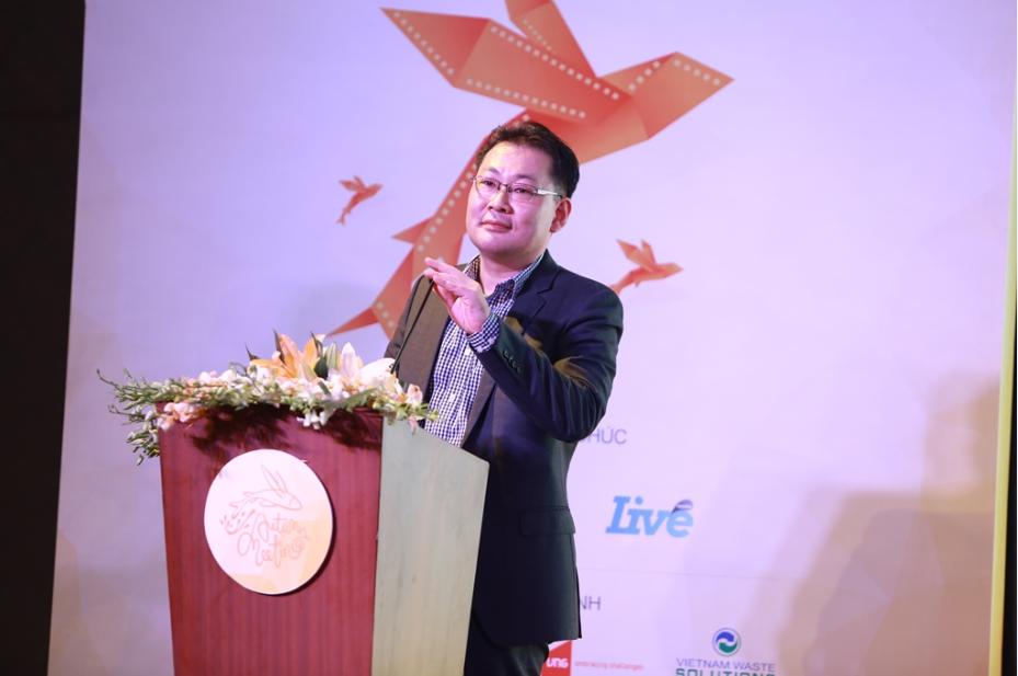 Ông Dong Won Kwak đại diện nhà tài trợ phát biểu trong đêm gala Gặp Gỡ Mùa Thu.