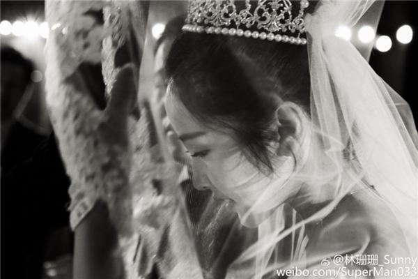 """Cô nàngđã chính thức lên xe hoa trong một """"hôn lễ cổ tích""""đầy ngọt ngào khiến nhiều người phải thầm ghen tị."""