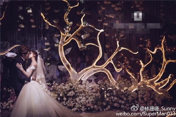 Choáng ngợp trước hôn lễ ngôn tình của hot girl đẹp nhất Trung Quốc