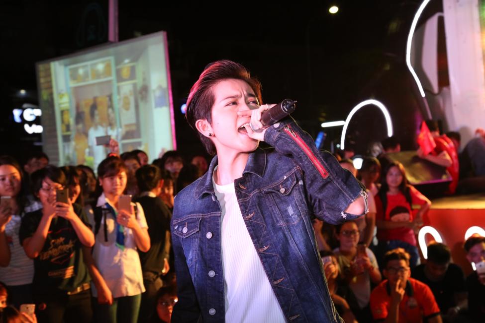 …và Gil Lê nhanh chóng đáp lại tình cảm của các fan bằng một loạt những bài hát gắn liền với tên tuổi của Gil.