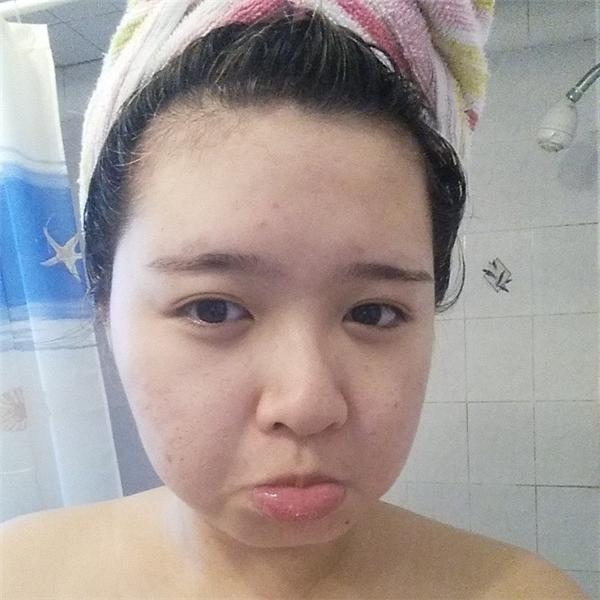 Cô nàng đã có thể tự tin khoe mặt mộc của mình.