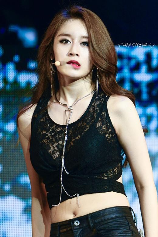 Một Ji Yeon quyến rũ trên sân khấu