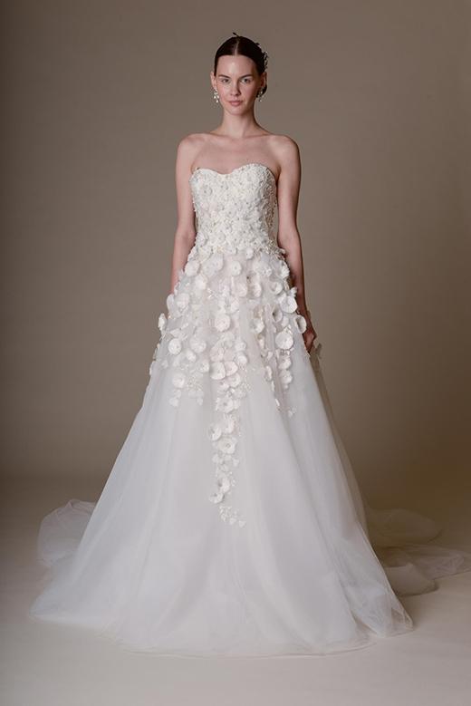 Váy cưới màu trắng thanh lịch