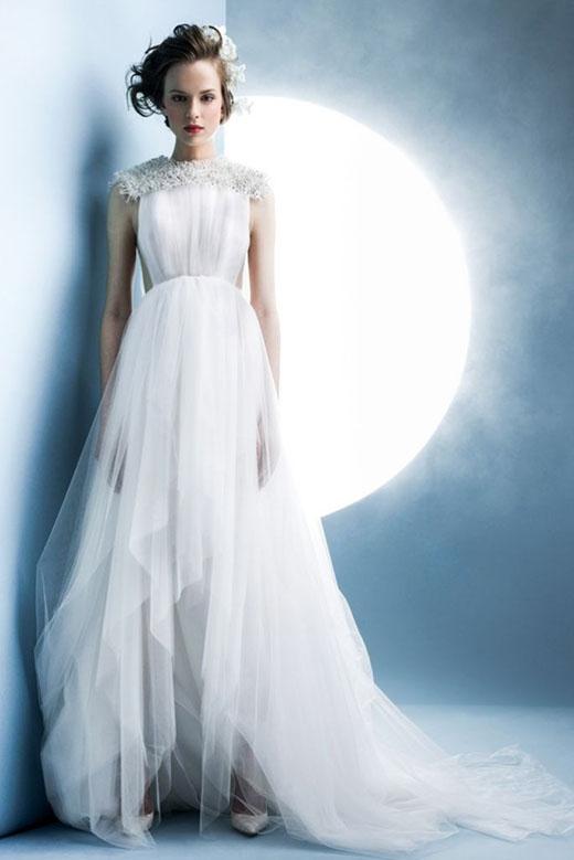 Váy cưới trắng luôn chiếm được tình cảm từ phía các cô dâu mới.