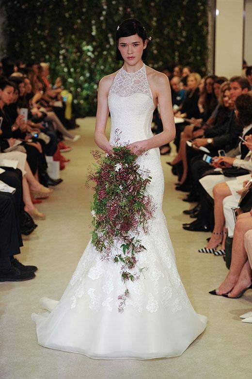 Vừa kín đáo, vừa quyến rũ, cô dâu sẽ thật xinh đẹp trong ngày trọng đại của mình.