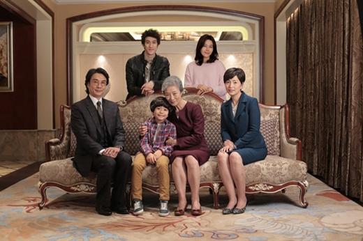 """Cũng nhờ có Tae Bong đáng yêu mà những vết thương trong gia đình """"bên nội"""" được hàn gắn."""