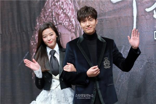 Mối tình chị em thi nhau nở rộ trên màn ảnh Hàn năm 2016
