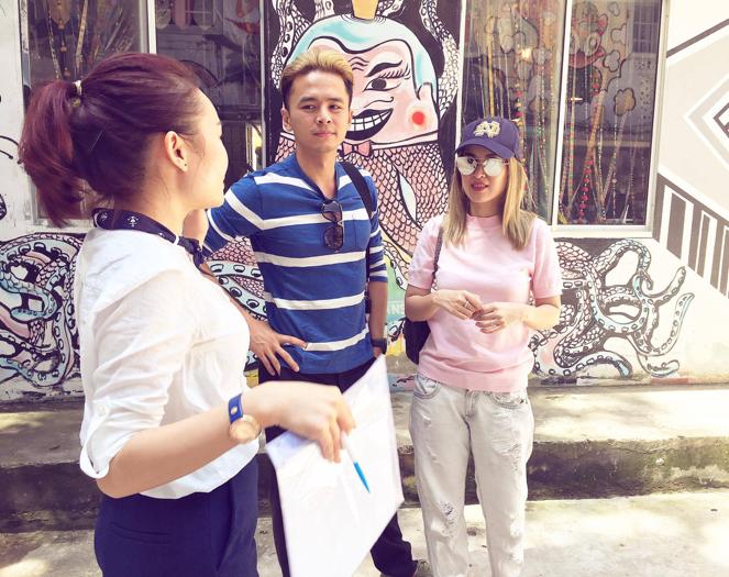 Tú Vi và Văn Anh đã chọn Bus Station Market là nơi đầu tiên công bố thương hiệu thời trang thiết kế của họ.