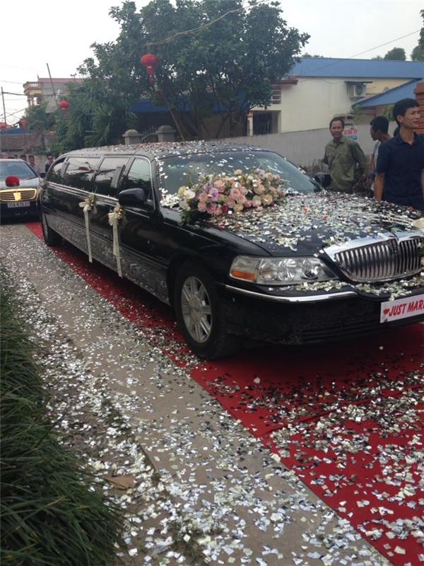 Chiếc xe Limousine đắt tiền được trưng dụng làm xe cưới.(Ảnh: NVCC)