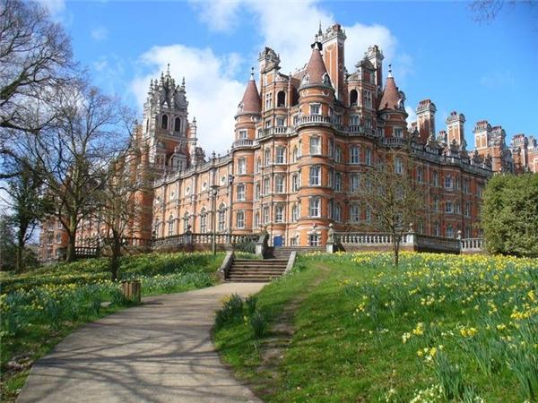 Tiếp theo là Đại học Hoàng gia London.