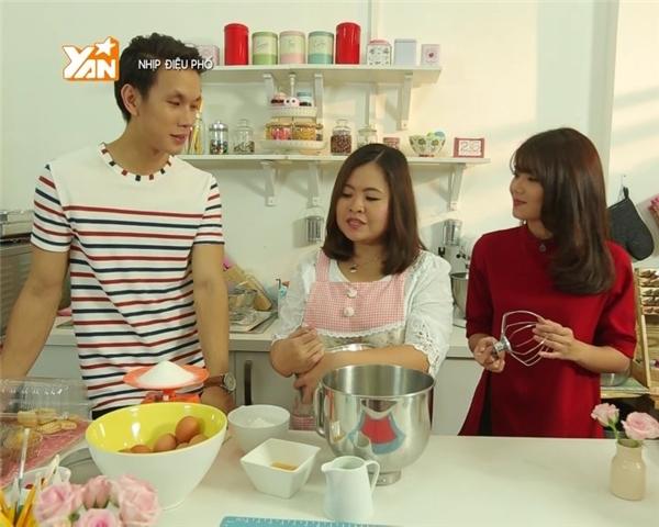 Milky (giữa) cùng 2 MC của Nhịp điệu phố: Lincoln và Phương Linh.