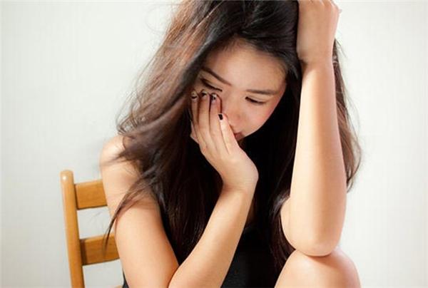 Khi tình yêu tan vỡ, bạn có thể làm điều mình thấy vui hơn, trừ việc đánh mất chính mình. (Ảnh: Internet)