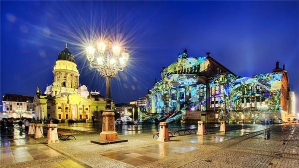 Gendarmenmarkt thật lung linh và huyền ảo trong lễ hội ánh sáng. (Ảnh:Teekay72)