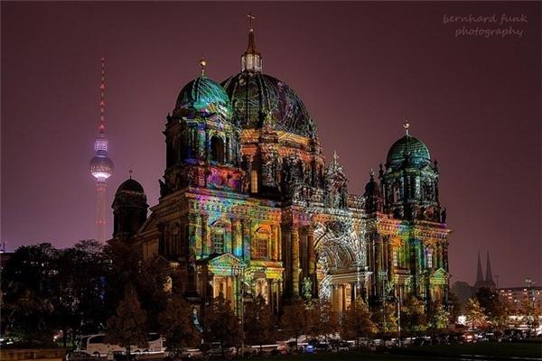Nhà thờ lớn Berlin liên tục thay áo (Ảnh: Bernhard Funk)