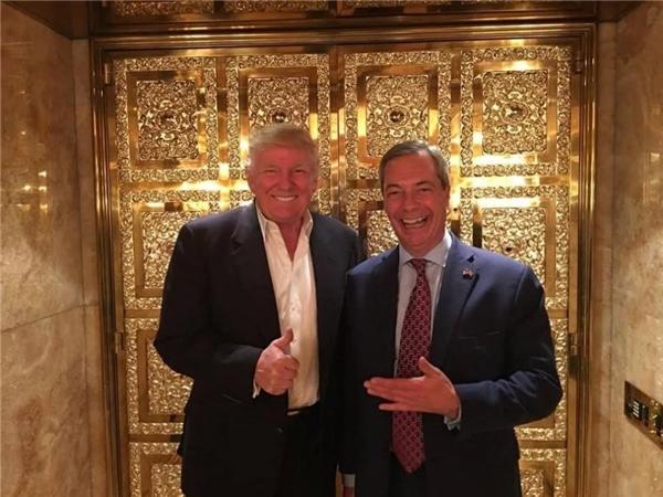 Trong hình: Trump và cựu lãnh đạo Đảng Độc lập Anh Nigel - Fallaci bêntrong Trump Tower.(Ảnh: Internet)