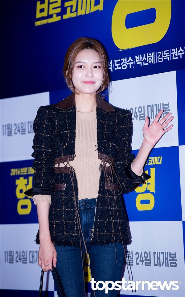 Dàn sao lung linh nô nức đến xem phim mới của Park Shin Hye