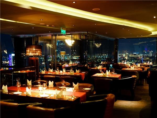 Không gian sang trọng trên đỉnh thành phố tại tầng 27 của Chill Dining.