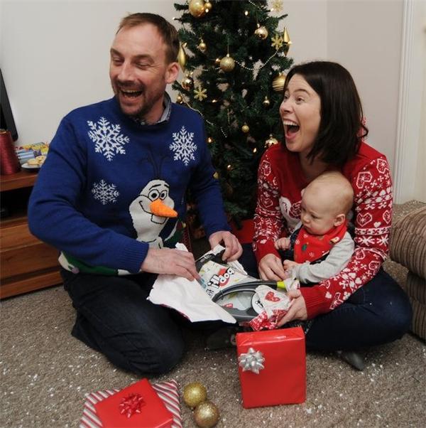 Điều cảm động ít biết về lễ Giáng Sinh tháng 11 của gia đình người Anh