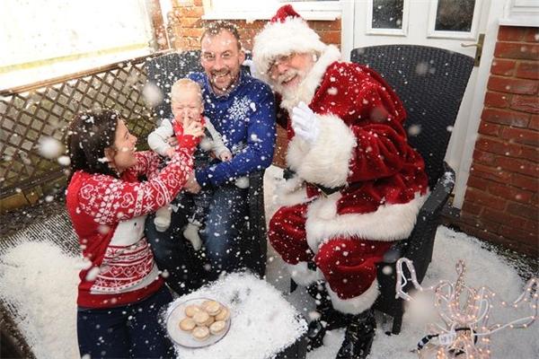 Đến cuối tháng 11 vừa rồi, anh chia sẻ rằng mong muốn cuối cùng là được đón Giáng sinh bên vợ và con trai 10 tháng tuổi.