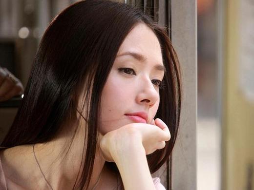 Những cô gái thường dễ xao động trước người khác giới.