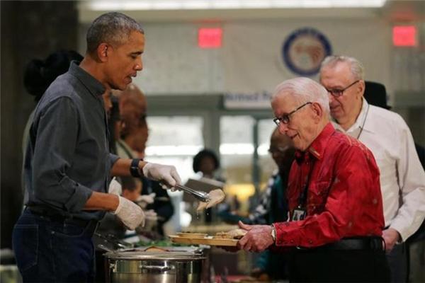 Chú gà tây cuối cùng được Tổng thống Obama ân xá tại Nhà Trắng