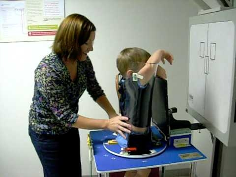 Việc chụp X-quang cho nhữngem nhỏ, nhất là trẻ sơ sinh chưa bao giờ là điều dễ dàng cho phụ huynh cũng như các bác sĩ.