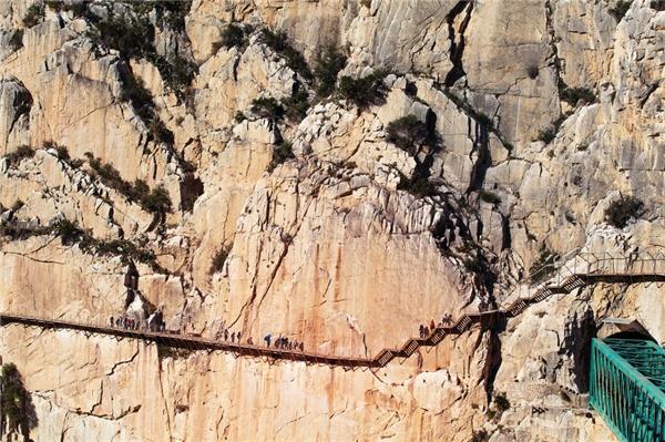 Còn đây là con đường Caminito del Rey ở Malaga, Tây Ban Nha.