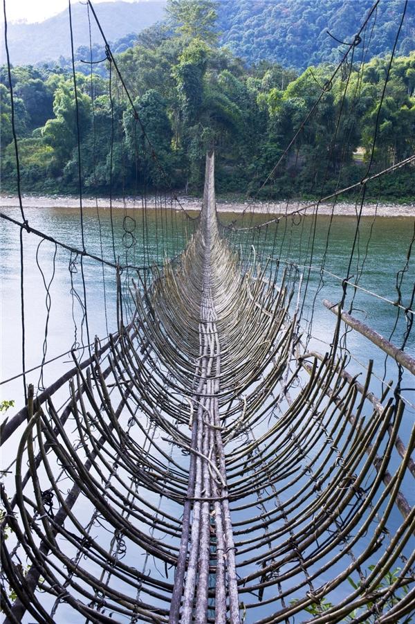 Cây cầu làm từ tre ở Arunachal Pradesh, đông bắc Ấn Độ.