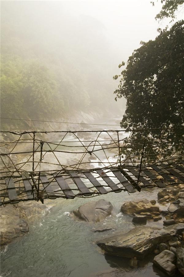Cây cầu ở khu vực biên giới Việt Nam - Trung Quốc.