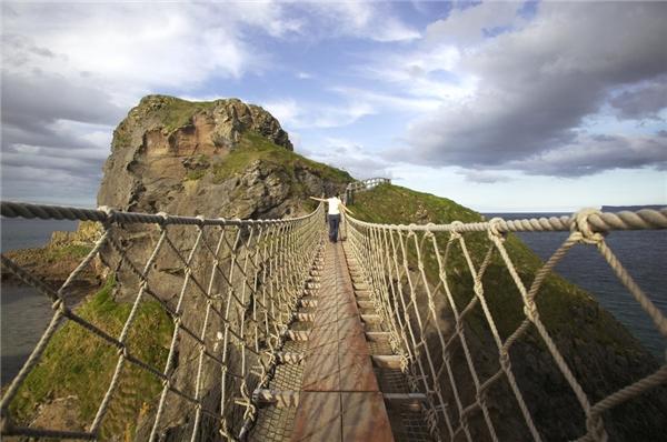 Cuối cùng là cây cầu dây Carrick ở Ballintoy thuộc hạt Antrim, Bắc Ireland.