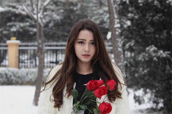 Chỉ mới 15 tuổi, cô nàng bông hồng lai đã khiến bao người điêu đứng