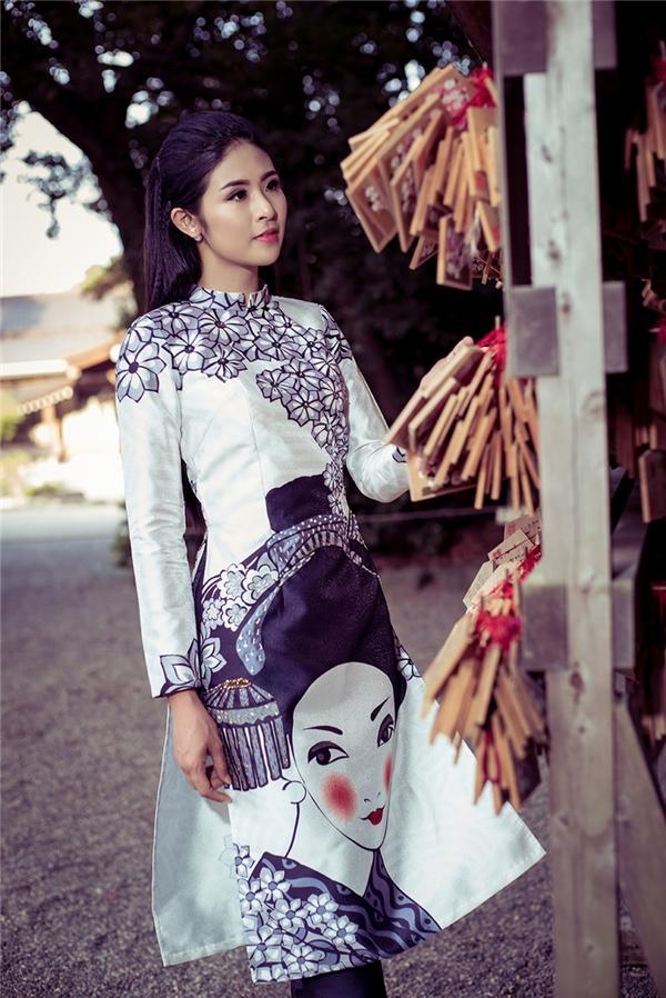 Là một nhà thiết kế trẻ có tình yêu lớn dành cho tà áo dài, trong năm qua, Ngọc Hân liên tiếp cho ra mắt nhiều bộ sưu tập áo dài gắn liền với ý nghĩa văn hóa mỗi sự kiện cô tham gia.