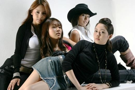 """Sở hữu nhiều """"hit khủng"""" trong cùng một album,Fin.K.L là nhóm nhạc thành công nhất tính tới thời điểm bấy giờ."""