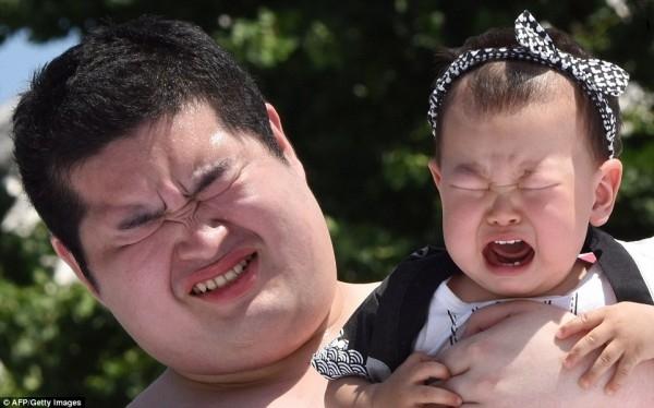 Trẻ khóc càng to thì sức khỏe càng tốt.