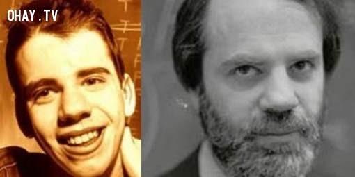 Kripke sinh ra ở New York vào ngày 13/11/1940. Ông tự học tiếng Hebrew cổ vào lúc sáu tuổi và đã đọc hết các tác phẩm của Shakespeare khi 9 tuổi. Ông nắm vững những công trình của triết gia Descartes và các vấn đề toán học phức tạp trước khi học xong tiểu học. Ông đã viết định lí hoàn chỉnh đầu tiên của mình về modal logic ở tuổi 17, và đã xuất bản nó một năm sau. Vào năm 1958, Kripke theo học tại Đại học Havard và sau đó tốt nghiệp với tấm bằng cử nhân toán học xuất sắc.