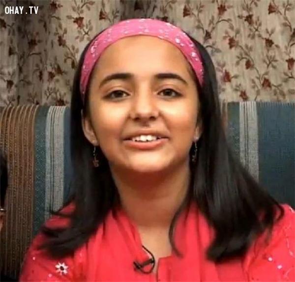 Arfa Karim là một học sinh người Pakistan kiêm thần đồng máy tính, khi vào năm 2014, cô trở thành người trẻ nhất từng nhận chứng chỉ Microsoft Certified Professional (MCP) lúc mới chỉ 9 tuổi. Một công viên khoa học ở Lahore - Công viên Công nghệ Phần mềm Arfa - được đặt theo tên cô. Cô từng được Bill Gates mời tới thăm trụ sở của Microsoft ở Mỹ. Cô qua đời trong bệnh viện ở Lahore vào ngày 14.02.2012 ở tuổi 16, sau ba tuần nằm viện do tái phát của một cơn động kinh.